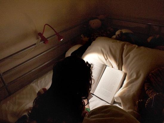 Den_doc_sach_ca_nhan Đèn đọc sách kẹp bàn IKEA JANSJO