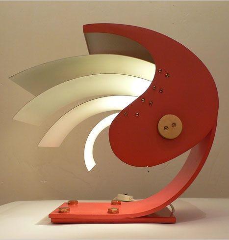 Gio-Ponti-Enameled-Metal-and-Brass-Proteo-Table-Lamp-c1960 Đèn bàn cổ- một thú chơi không mới