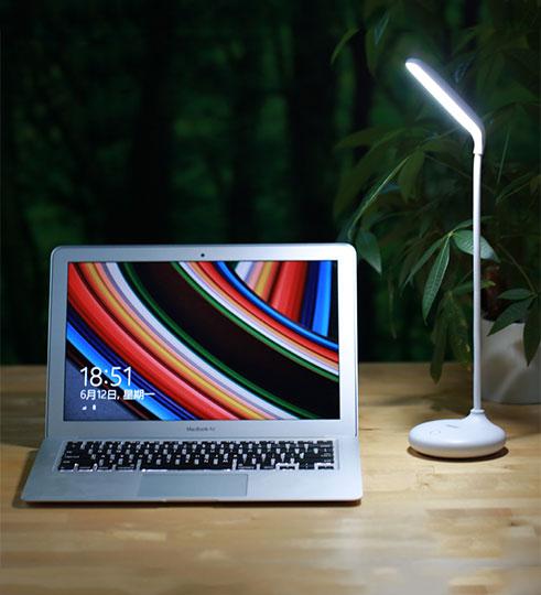 Remax-Dawn2 Đèn bàn tích điện Remax Dawn