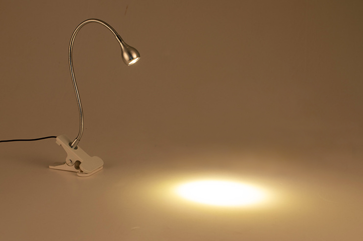 Den-kep-doc-sach-co-ngong-Gujeneck4 Đèn đọc sách dạng kẹp Gujeneck kiểu dáng Mini ánh sáng vàng