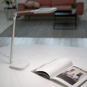 Den-ban-LED-doi-mau-Prism-PL32006-e1581928991112-300x300 Tháng khuyến mại đèn bàn cao cấp Hàn Quốc Prism